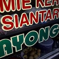 Photo taken at Mie Pangsit Ayong by Yanti L. on 6/13/2012