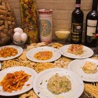Foto tirada no(a) Festival Della Pasta Ristorante por Festival d. em 8/20/2011