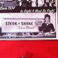 Photo taken at Steak 'n Shake by Zach R. on 7/26/2011