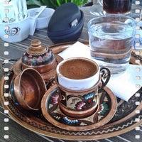 Photo prise au Çikkolata Kitap Kafe par Hazar Y. le11/5/2017