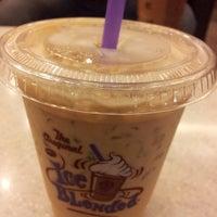 Photo taken at The Coffee Bean & Tea Leaf by Jiratha on 10/12/2014