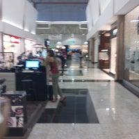 Foto tirada no(a) Montes Claros Shopping por Fernando S. em 8/2/2013