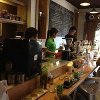 Foto scattata a Seniman Coffee Studio da Heather N. il 2/4/2013