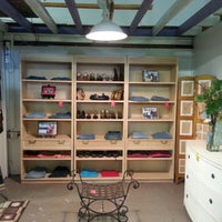 foto tomada en habitat for humanity restore retail uampamp donation center por val