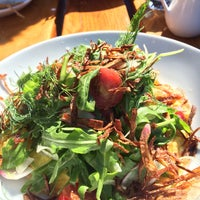 Foto scattata a Rock Creek Seafood & Spirits da Zoe il 8/9/2015