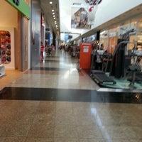 Foto tirada no(a) Balneário Shopping por Michael M. em 12/18/2012