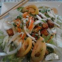 Foto tomada en Thai Food Cafe por Alan C. el 5/16/2013