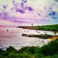 Foto tirada no(a) Praia de Calhetas por Wellida L. em 5/9/2013
