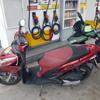 Photo taken at Shell by Bedis B. on 6/6/2017