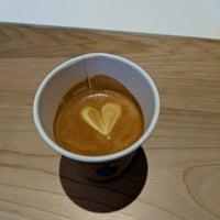 Foto tomada en Blue Bottle Coffee por Adell el 4/26/2018