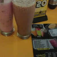 Photo taken at Waroeng Steak & Shake by Evitasari s. on 11/11/2014