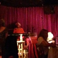 Photo prise au Skylark Lounge par Nikki N. le8/8/2014