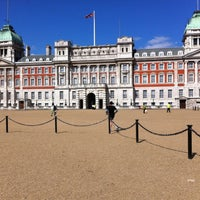 Photo taken at Buckingham Palace Gardens by 혜진 신. on 4/2/2013