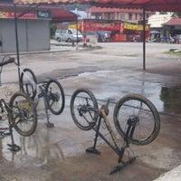 Photo taken at Cuci Kereta Dewan Orang Ramai Taman Kepong Indah by Sharizal R. on 1/24/2013