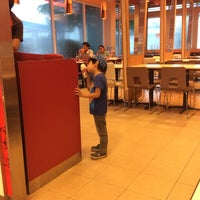 Photo taken at KFC by Bee แ. on 10/20/2014