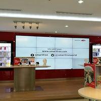 Photo taken at PT Smartfren Telecom, Tbk. by 杨翼 on 7/25/2017