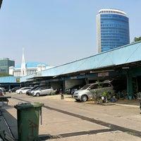 Photo taken at Pasar Mobil Kemayoran by 杨翼 on 7/26/2017