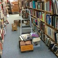Foto tomada en Paper Moon Books por Evey S. el 8/21/2014