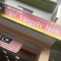 Photo taken at Restoran Nasi Vanggey Ipoh by Syakina Z. on 11/18/2017