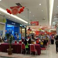 Foto diambil di AEON Permas Jaya Shopping Centre oleh Cedric J. pada 1/19/2013