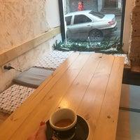 Снимок сделан в One Little Coffee Shop пользователем I Z. 1/3/2018