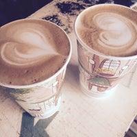 Снимок сделан в Coffee Kiosk пользователем I Z. 7/30/2015