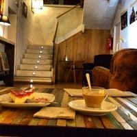 Foto tomada en La Ciudad Invisible | Café-librería de viajes por Jorge G. el 10/13/2013