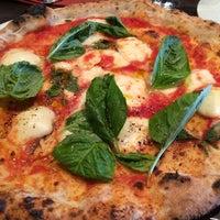 Photo prise au Goodfellas Wood Oven Pizza par Rechie V. le5/30/2014