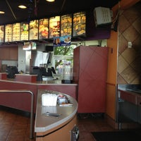 Photo taken at Taco Bell by Henry H. on 7/5/2013