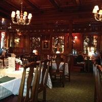 Das Foto wurde bei Clyde's Tower Oaks Lodge von Henry H. am 6/20/2013 aufgenommen