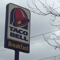 Photo taken at Taco Bell by Henry H. on 4/23/2014