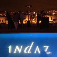 8/6/2013 tarihinde Natalia K.ziyaretçi tarafından Andaz Rooftop Lounge'de çekilen fotoğraf