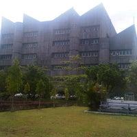 Photo taken at Perpustakaan Pusat Unand by Hendi H. on 2/13/2013