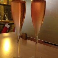 12/8/2012 tarihinde Lauren B.ziyaretçi tarafından 694 Wine & Spirits'de çekilen fotoğraf