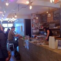 4/26/2013 tarihinde Joyce C.ziyaretçi tarafından Café Pamenar'de çekilen fotoğraf
