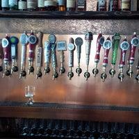 Photo prise au Monkey Paw Pub & Brewery par Michael J. le7/14/2013