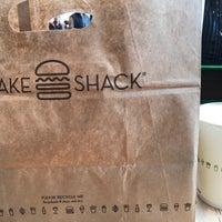 Foto scattata a Shake Shack da Jack C. il 2/12/2018