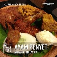Photo taken at Restoran Ayam Penyet-AP by Anne K. on 3/25/2013