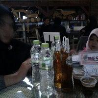 Photo taken at De Tuik Garden Cafe & Resort by diki h. on 6/22/2016