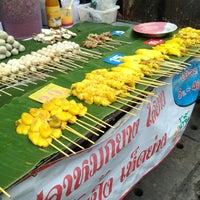 Photo taken at Sam Yak Sansai Market by เจ้าชายเกิบแตะ ล. on 5/30/2013