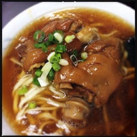 Photo taken at 港園牛肉麵 by 小草 豬. on 12/31/2013