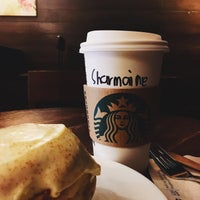 Foto tirada no(a) Starbucks Coffee por Sharmaine M. em 10/26/2017