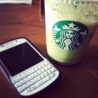 Foto tirada no(a) Starbucks por Papawh T. em 10/4/2013