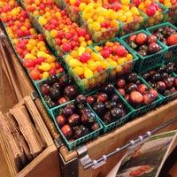 Foto tomada en Whole Foods Market por Dr. E.N. S. el 10/19/2013