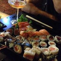 Foto tirada no(a) Hamadaya Sushi Bar por Patricia F. em 1/18/2015