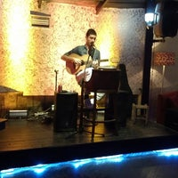 รูปภาพถ่ายที่ Cafe de mola โดย Umur Özöğüt เมื่อ 2/22/2013