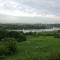 Das Foto wurde bei Смотровая площадка von Ольга П. am 5/25/2013 aufgenommen