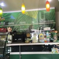 Photo taken at Café Amazon by SABAIWONG19 on 4/14/2016