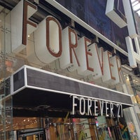 Photo taken at Forever 21 by Gio K. on 7/27/2013