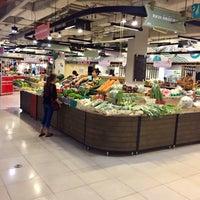 Photo taken at Seri Market by P. 양귀비 on 4/11/2017